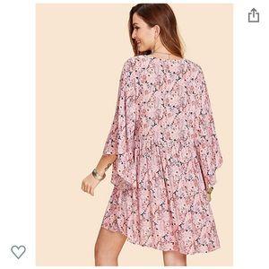 Dresses & Skirts - Flowy Deep V Floral Dress